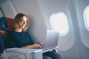 機内で楽しめるエンターテイメントサービス